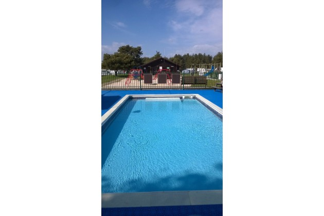 2 foot deep children's paddling pool