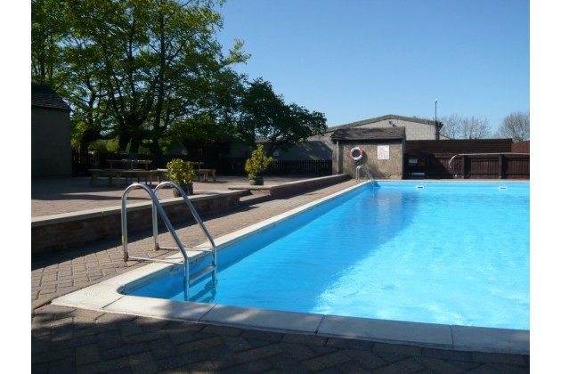 Heated Pool May - Sep