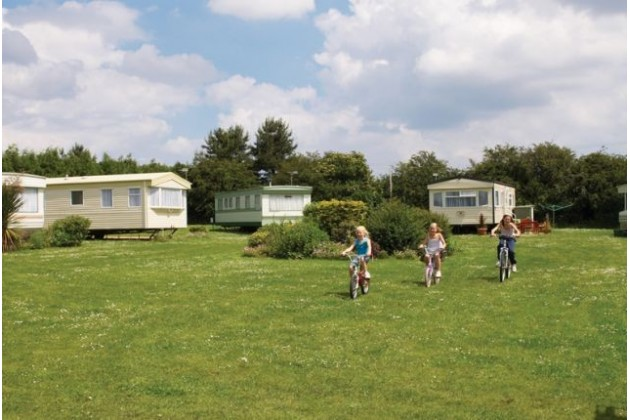 Breydon water holiday park in norfolk - Campsites in norfolk with swimming pool ...