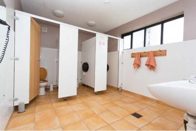 Ladies toilet and sink facilities at Deepdale Backpackers & Camping