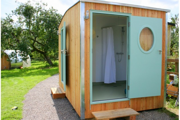 The shower-room hut